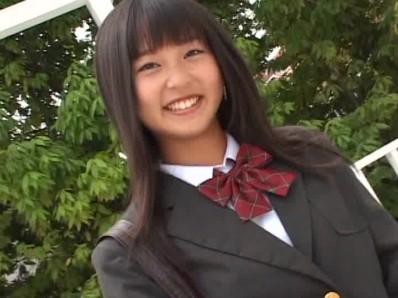 ビキニでポロリ!? はじめまして♪香坂まやです。 ジュニアアイドル無料着エロ動画