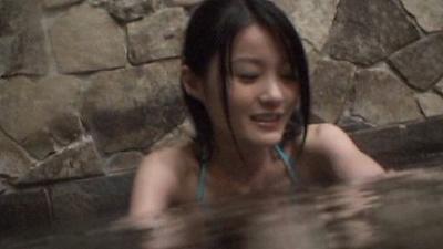 スレンダーな幼女体系ジュニアアイドル動画 しほの涼 水の中 無料サンプルあり