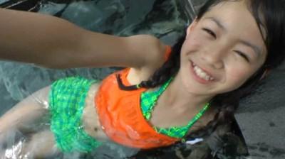 ビキニでポロリ!? はじめましてっ♪安藤穂乃果です♪ ジュニアアイドル無料着エロ動画