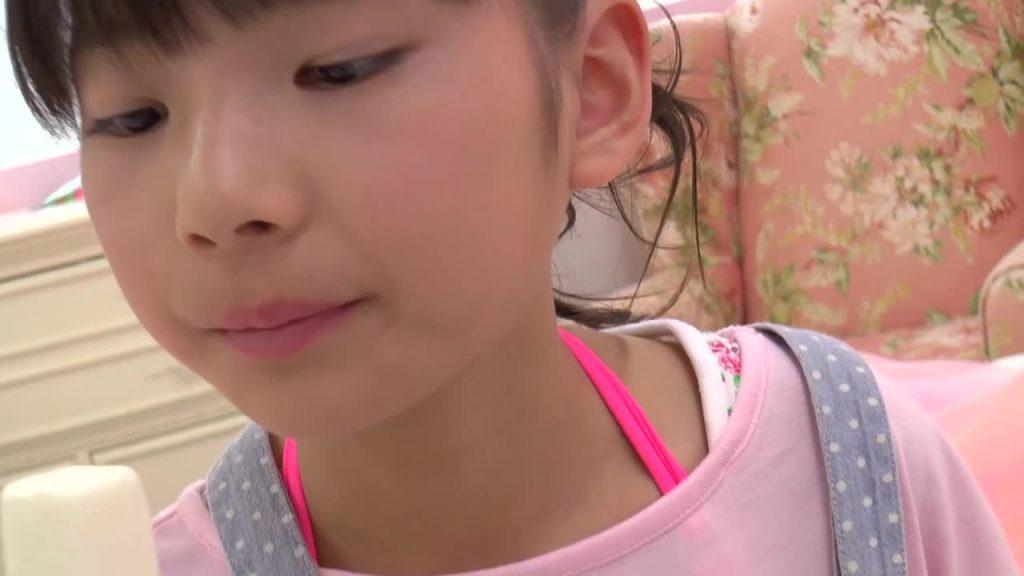 ビキニでポロリ!? 水口みどり / 初恋をする前に ジュニアアイドル無料着エロ動画